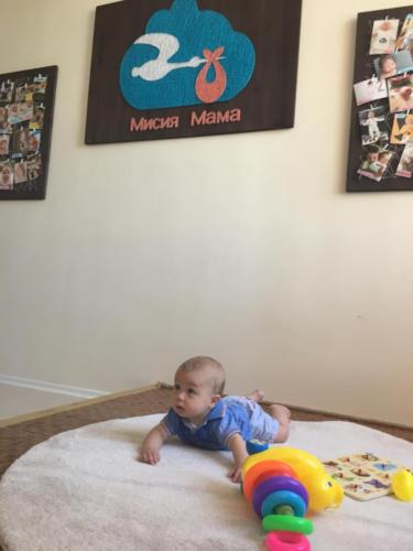 Бебе Алекс на откриването на залата
