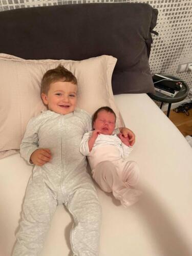 Батко Наско със сестричката си Никол! Колко сладко!