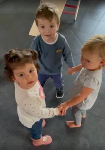 """Ръчички и крачета заедно! Дая, Лили и Наско! Приятелчета ми шампиони от отбора по гимнастика """"Мама и Бебе"""""""